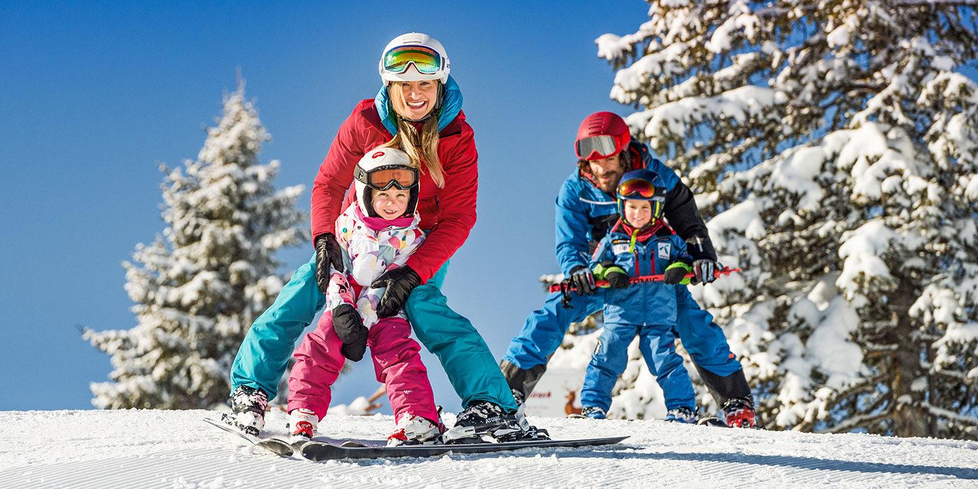 Familie im Skiurlaub in Flachau, Ski amadé
